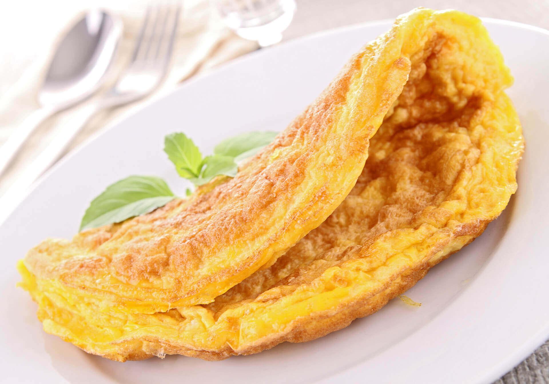 Wyśmienity omlet z szynką i serem
