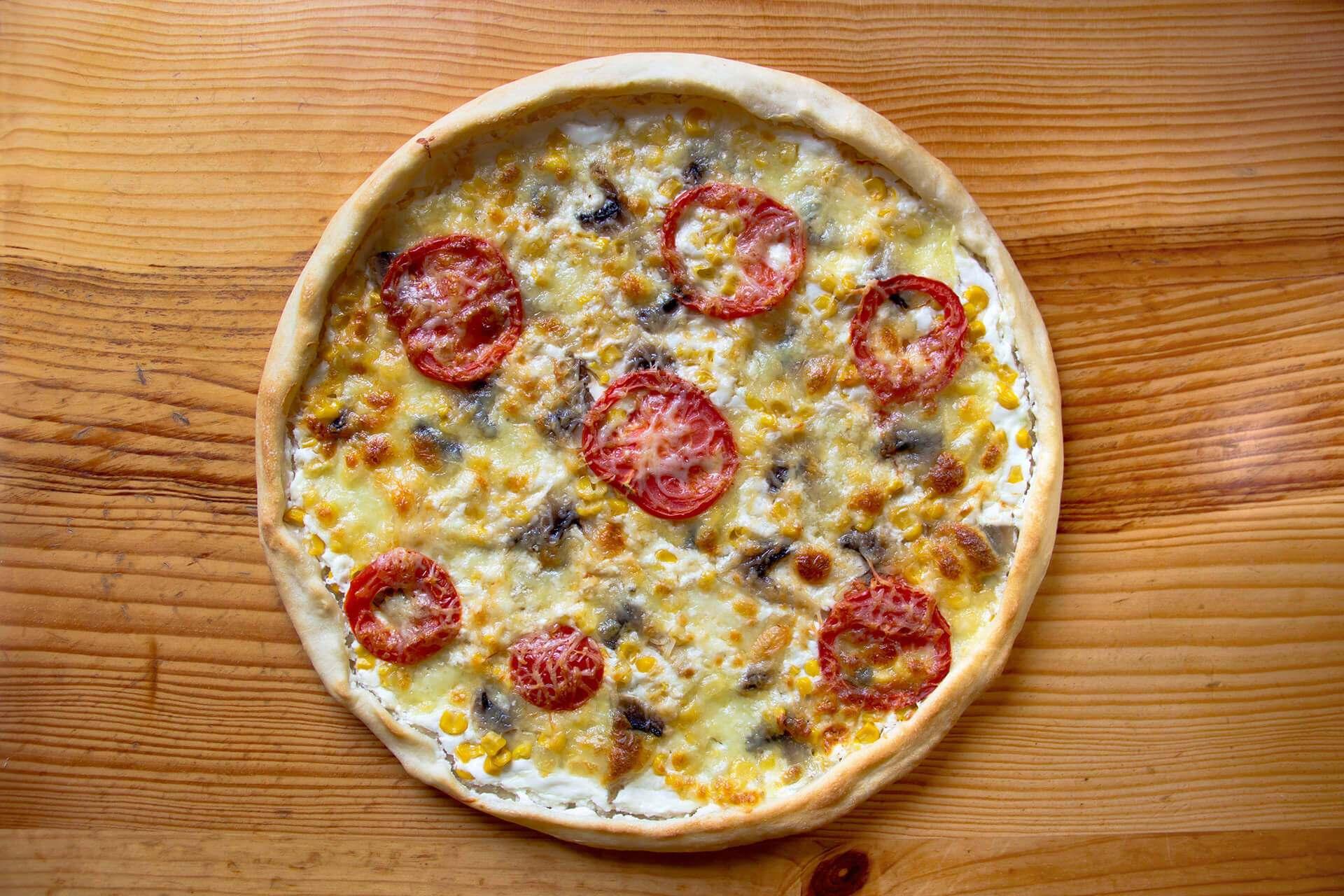 Tarta z serem, cebulką i pomidorami