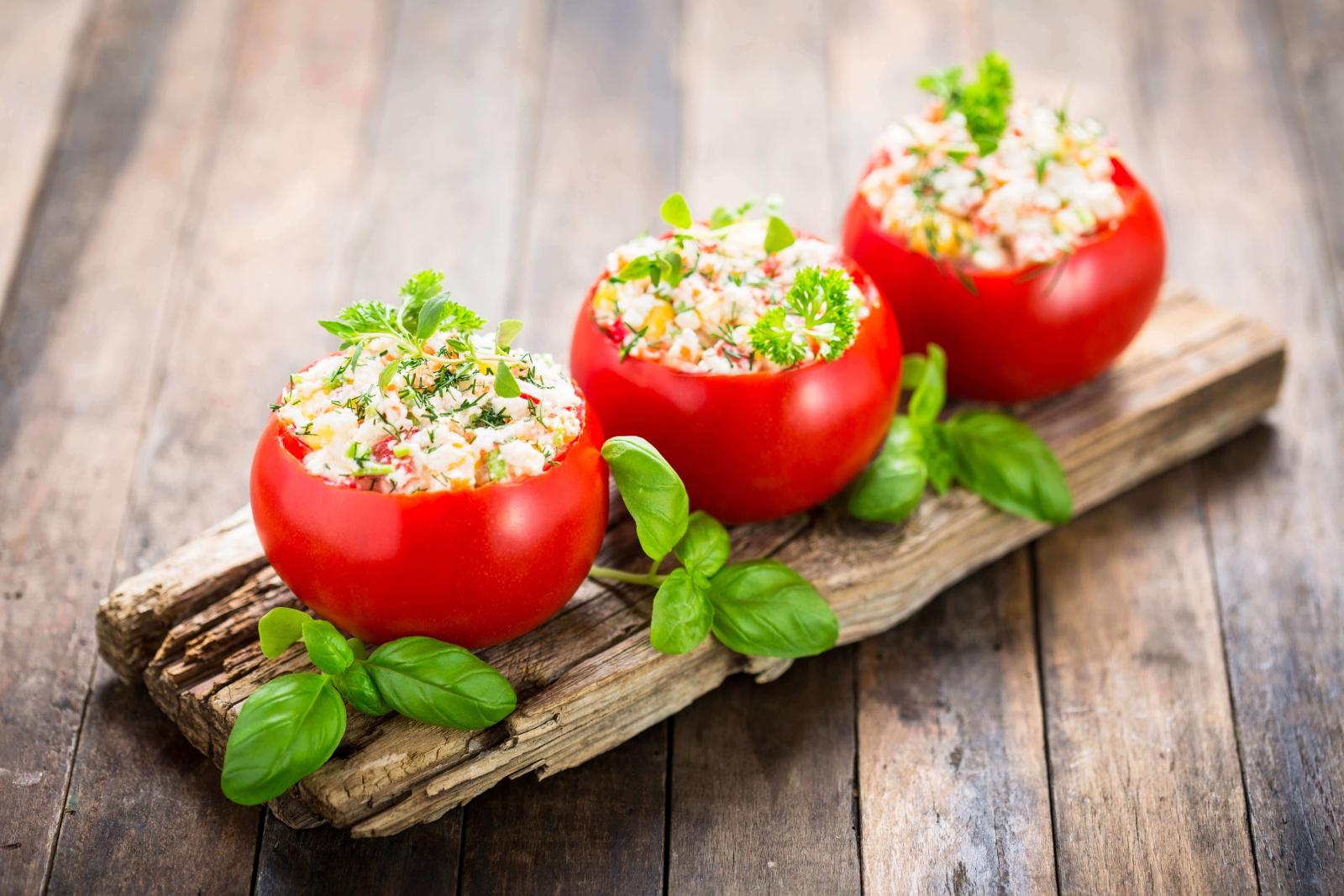 Pomidorki nadziewane sałatką z szynki