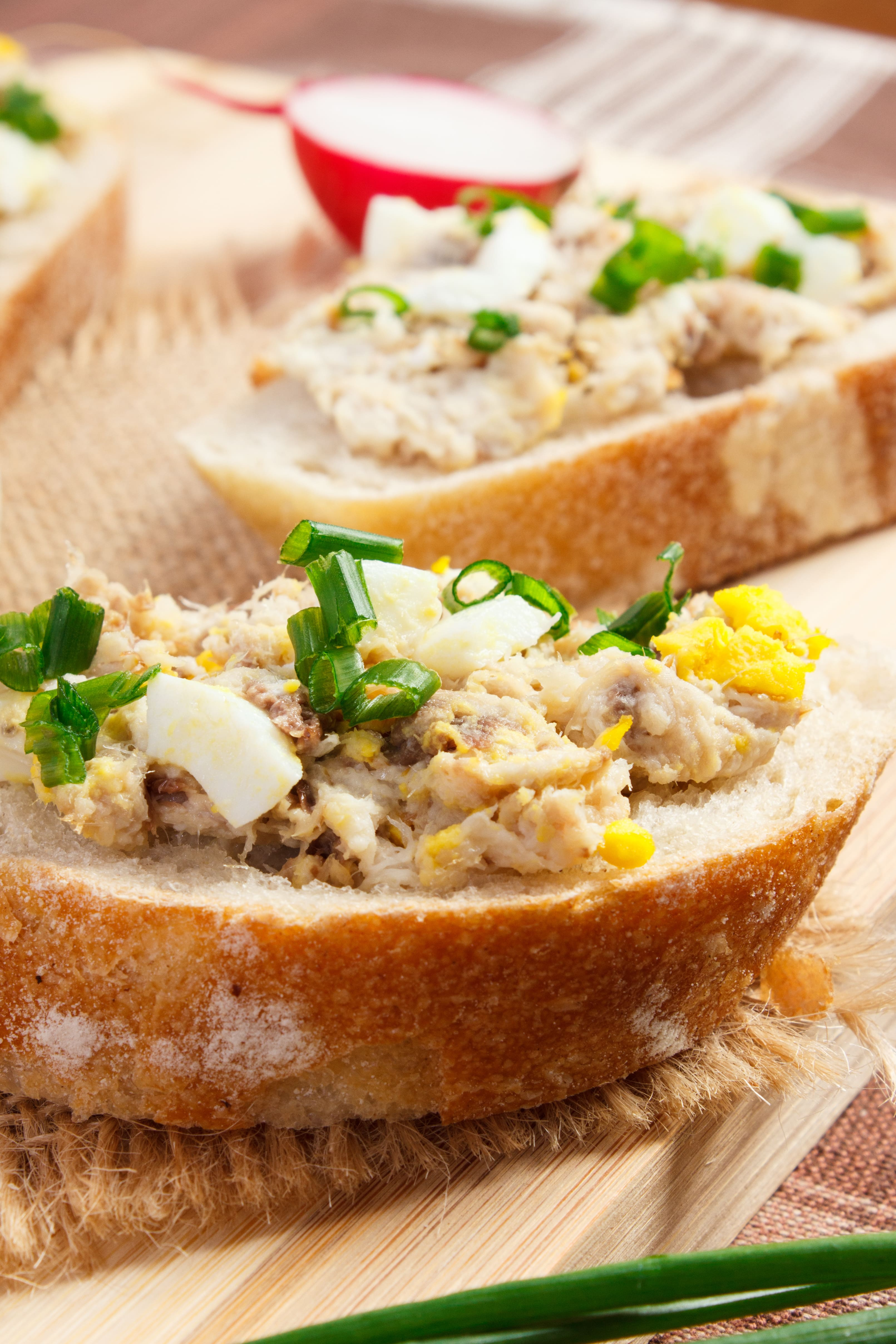 Pasta z makreli z ogórkiem kiszonym, jajkiem i majonezem