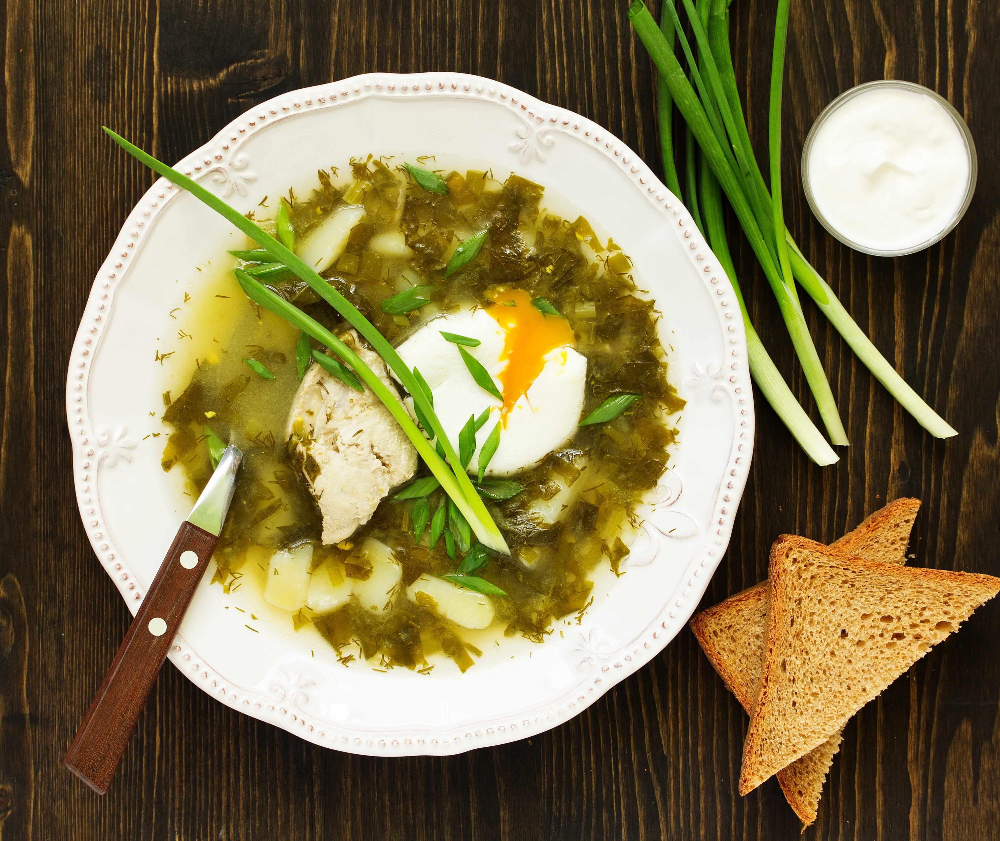 Zupa  szczawiowa z mięsem i jajkiem